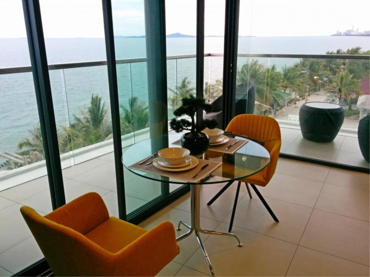 RE/MAX Town & Country Property Agency's Beach front condo in Jomtien 2
