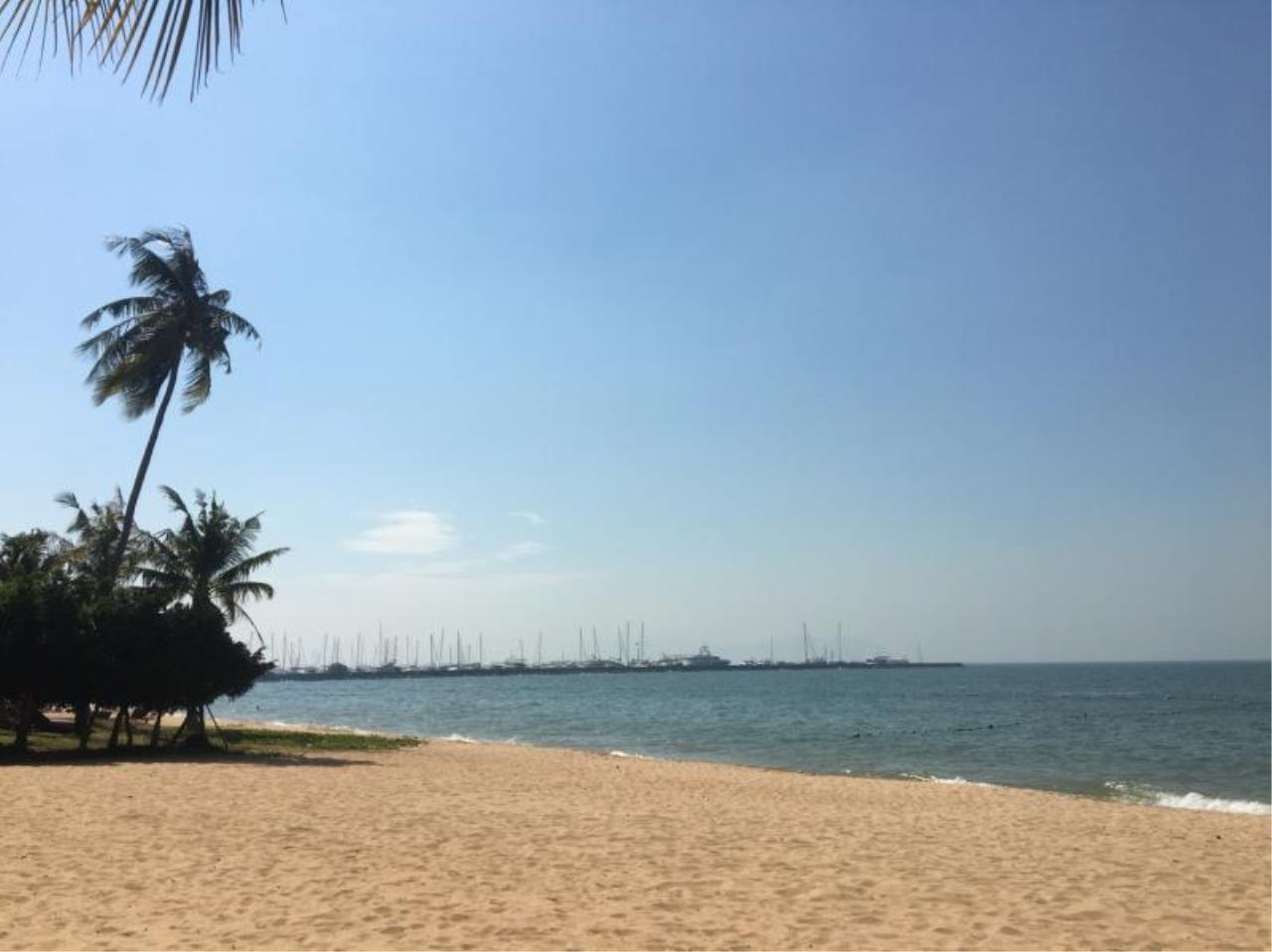 RE/MAX Town & Country Property Agency's Beachfront condo for rent in Jomtien 12