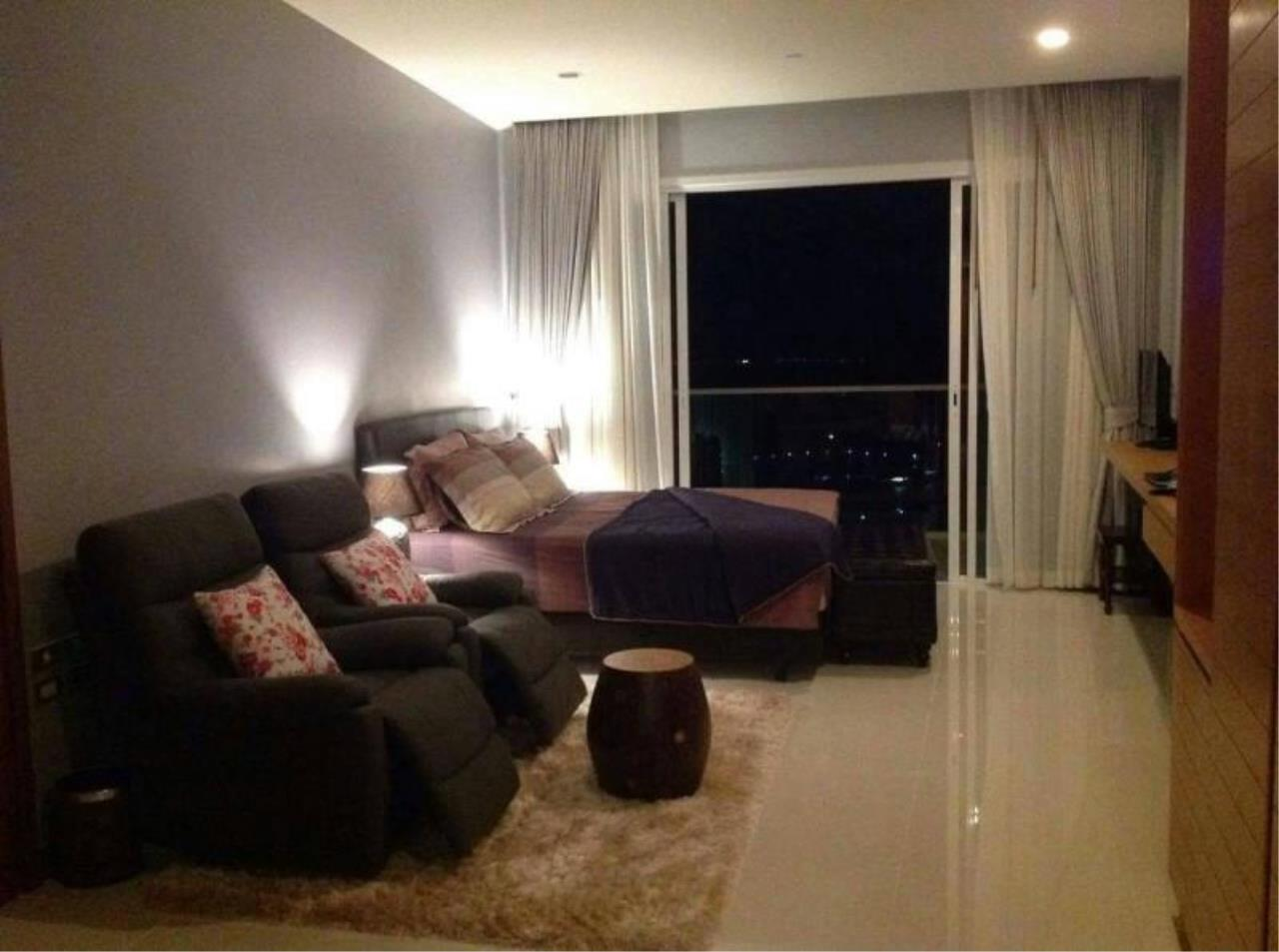 RE/MAX Town & Country Property Agency's Beachfront condo for rent in Jomtien 8