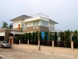 RE/MAX Town & Country Property Agency's Simply stunning beach front house for sale! 11