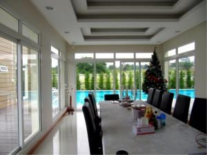 RE/MAX Town & Country Property Agency's Simply stunning beach front house for sale! 3