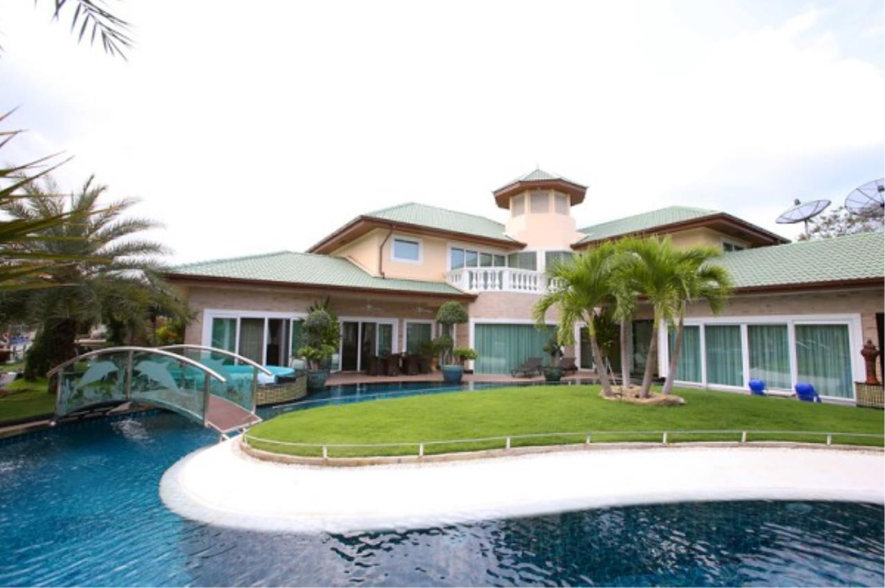 RE/MAX Town & Country Property Agency's Luxury Marina Home 1