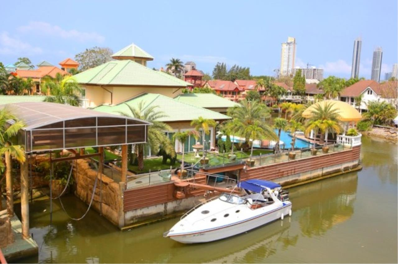 RE/MAX Town & Country Property Agency's Luxury Marina Home 11