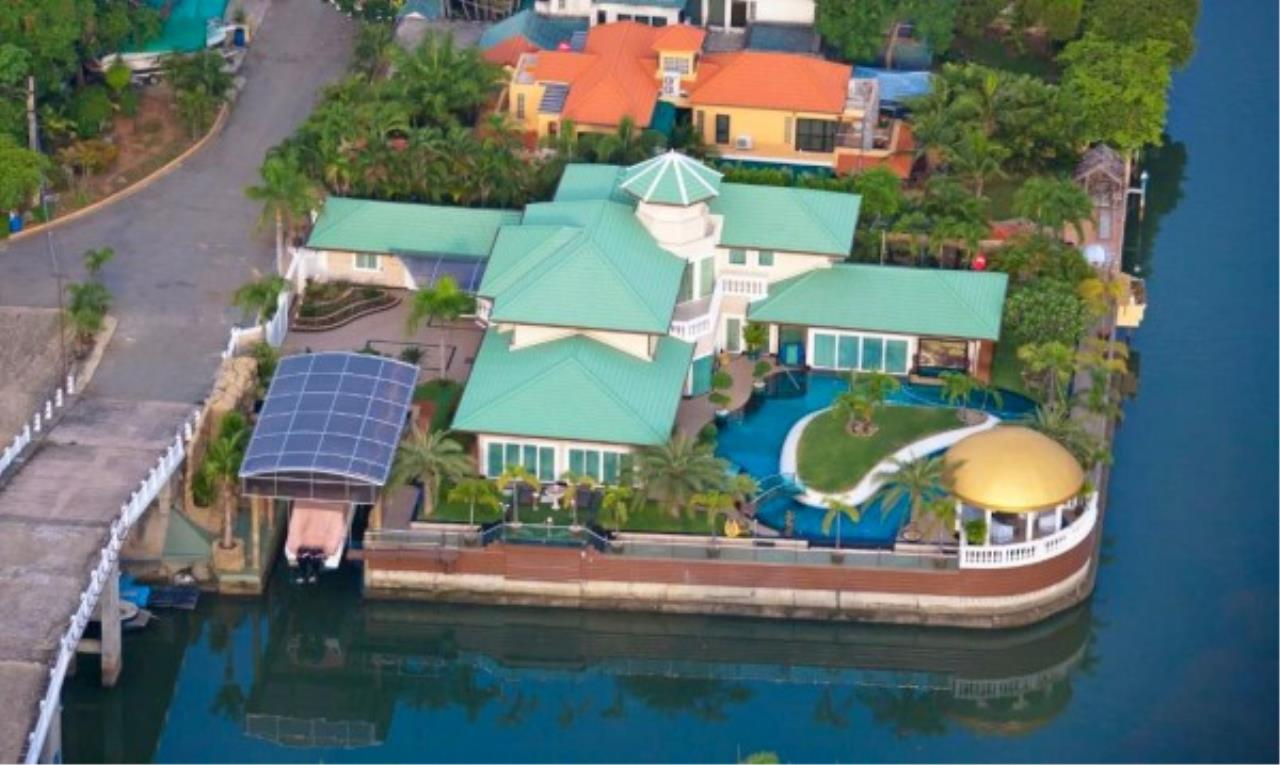 RE/MAX Town & Country Property Agency's Luxury Marina Home 12