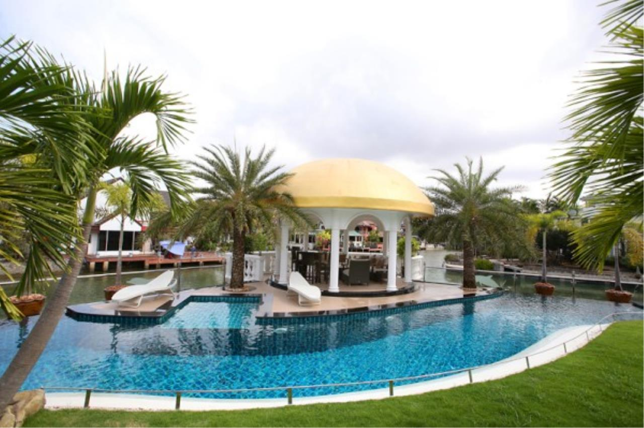 RE/MAX Town & Country Property Agency's Luxury Marina Home 4