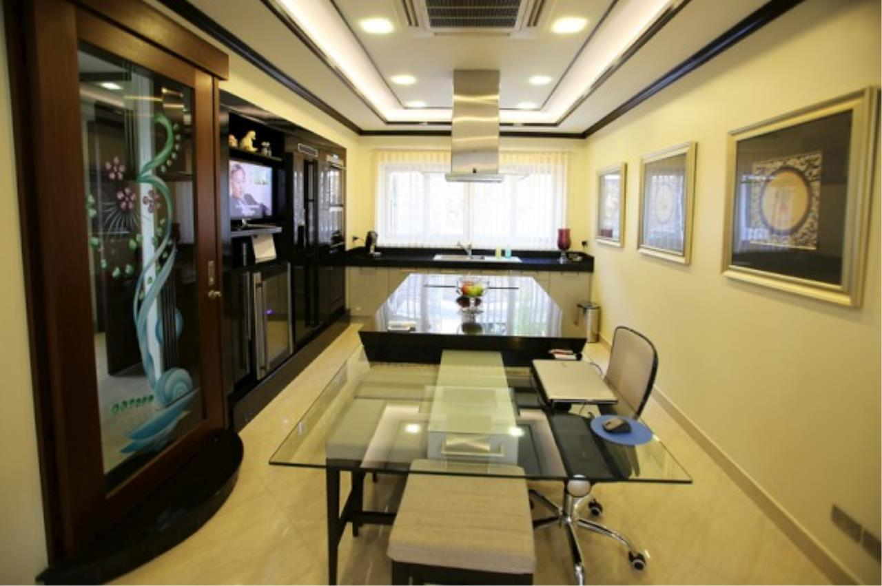 RE/MAX Town & Country Property Agency's Luxury Marina Home 7