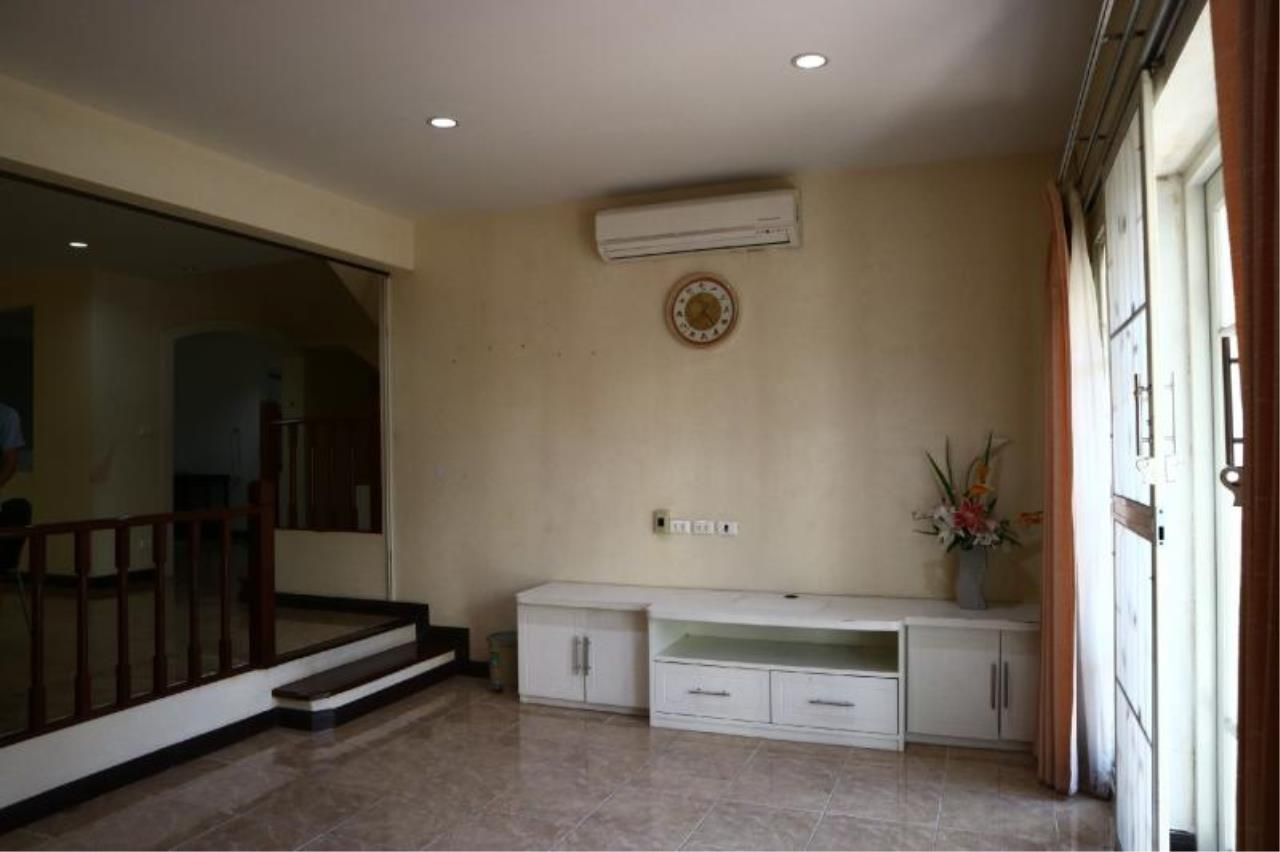 RE/MAX Town & Country Property Agency's 2 Storey house for sale close to the beach 3