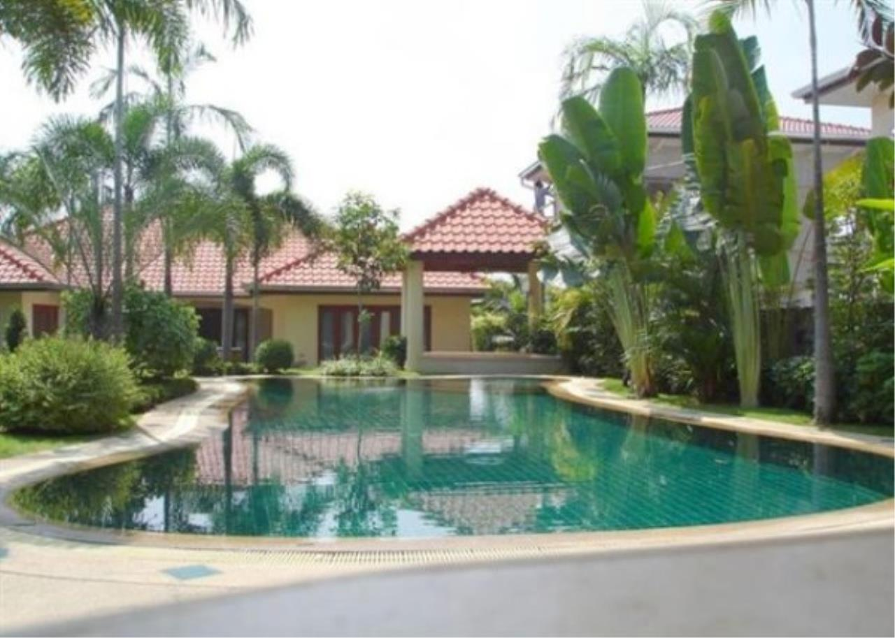 RE/MAX Town & Country Property Agency's Private luxury villa 1