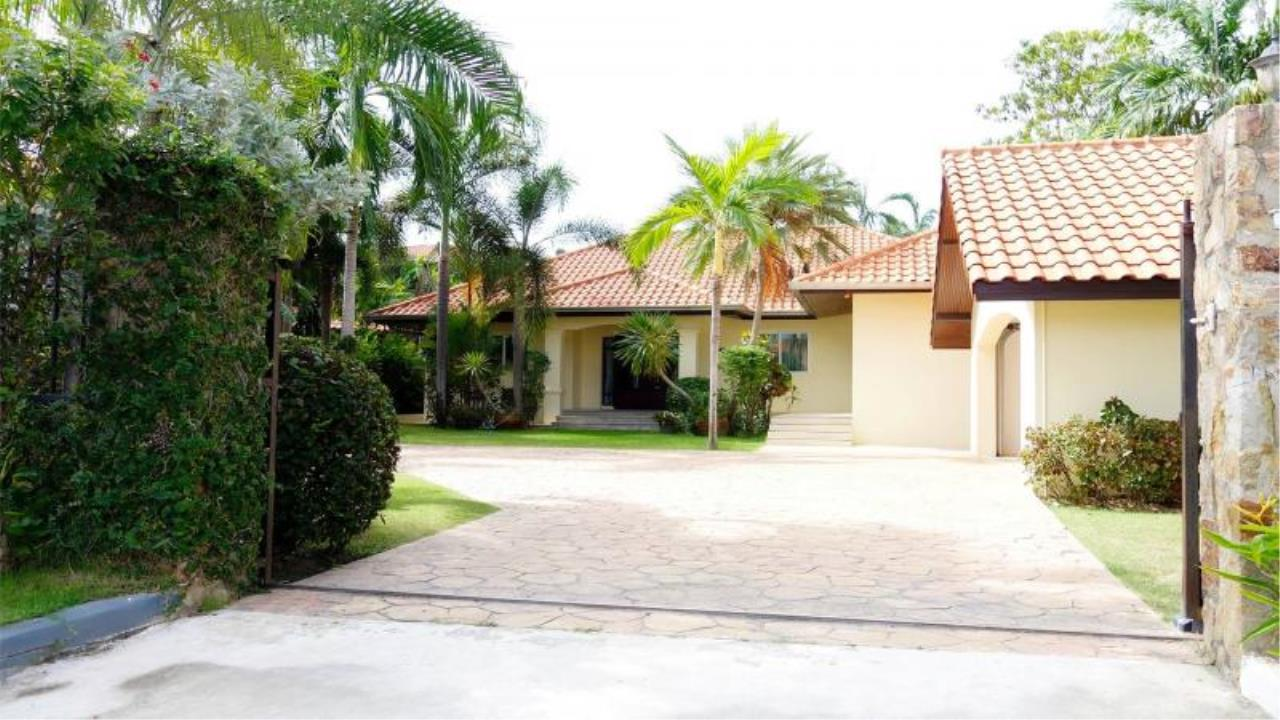RE/MAX Town & Country Property Agency's Private luxury villa 12