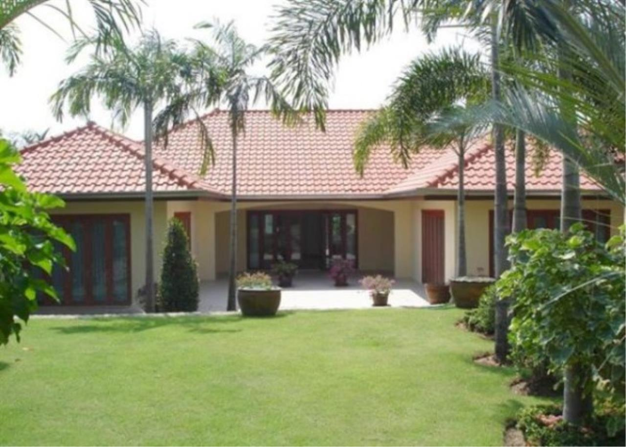 RE/MAX Town & Country Property Agency's Private luxury villa 2