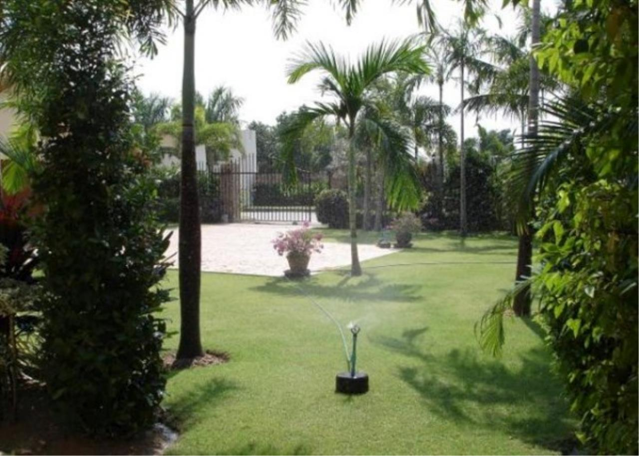 RE/MAX Town & Country Property Agency's Private luxury villa 3