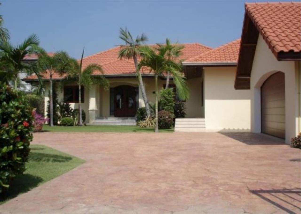RE/MAX Town & Country Property Agency's Private luxury villa 4