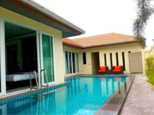 RE/MAX Town & Country Property Agency's 4-bed pool-villa 1