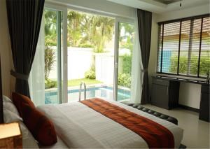 RE/MAX Town & Country Property Agency's 4-bed pool-villa 8