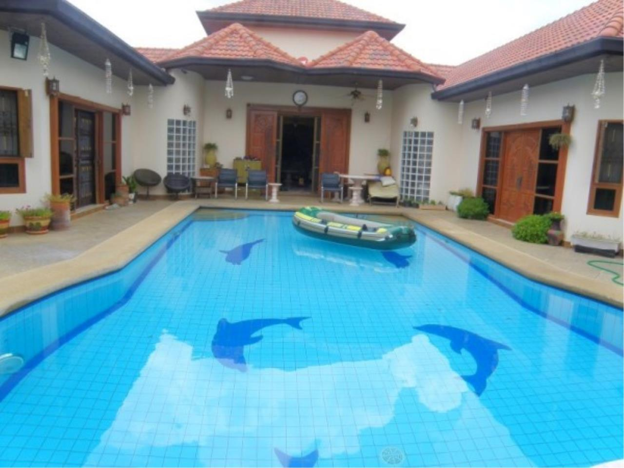 RE/MAX Town & Country Property Agency's Private house and Business Apartment for sale 1