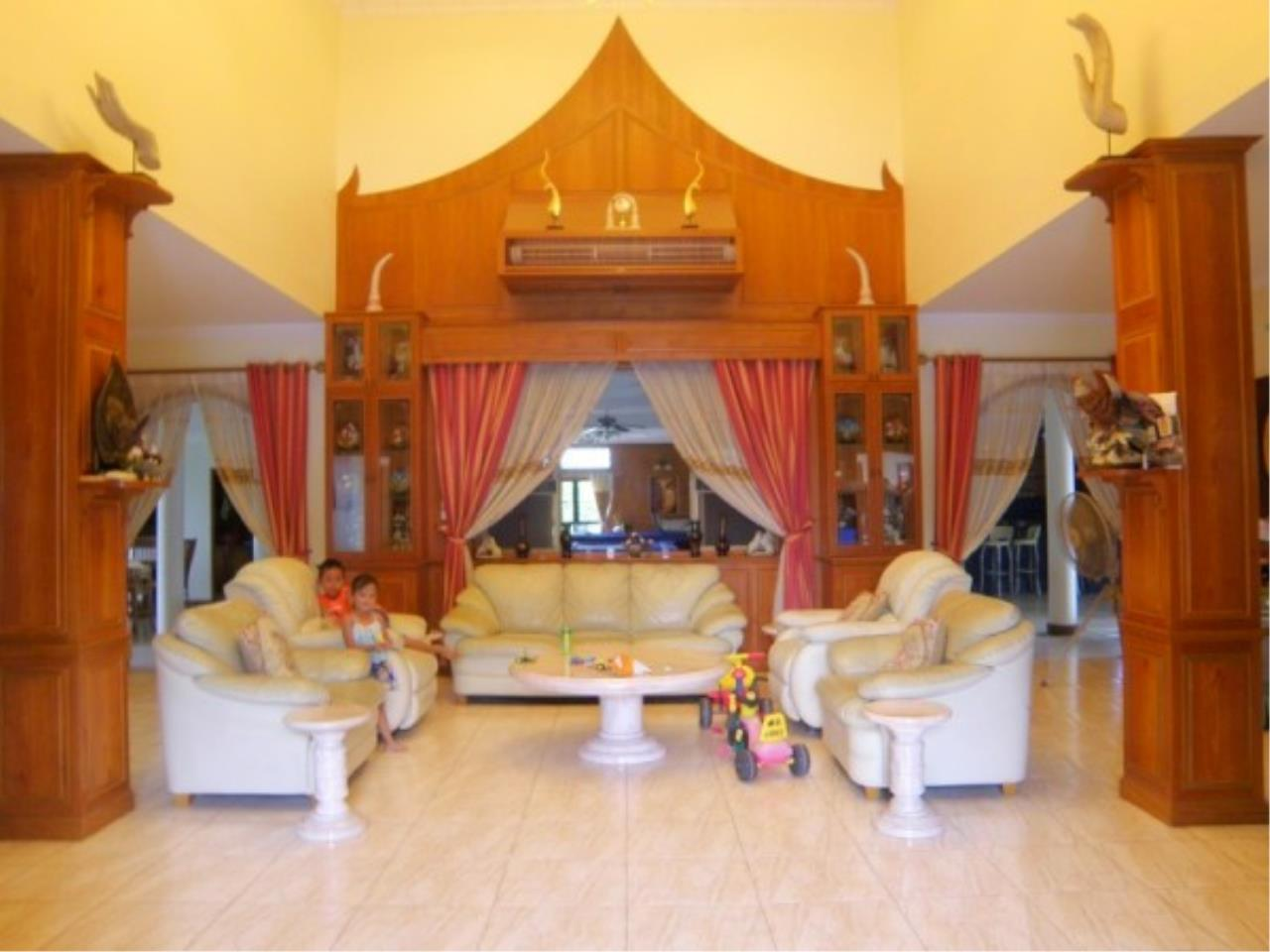 RE/MAX Town & Country Property Agency's Private house and Business Apartment for sale 4