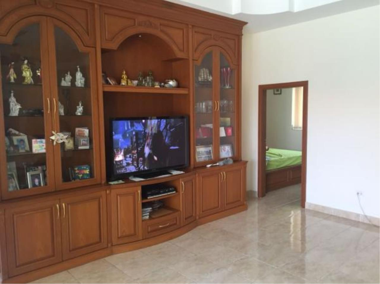 RE/MAX Town & Country Property Agency's Nice house for sale in Mabprachan Lake 5