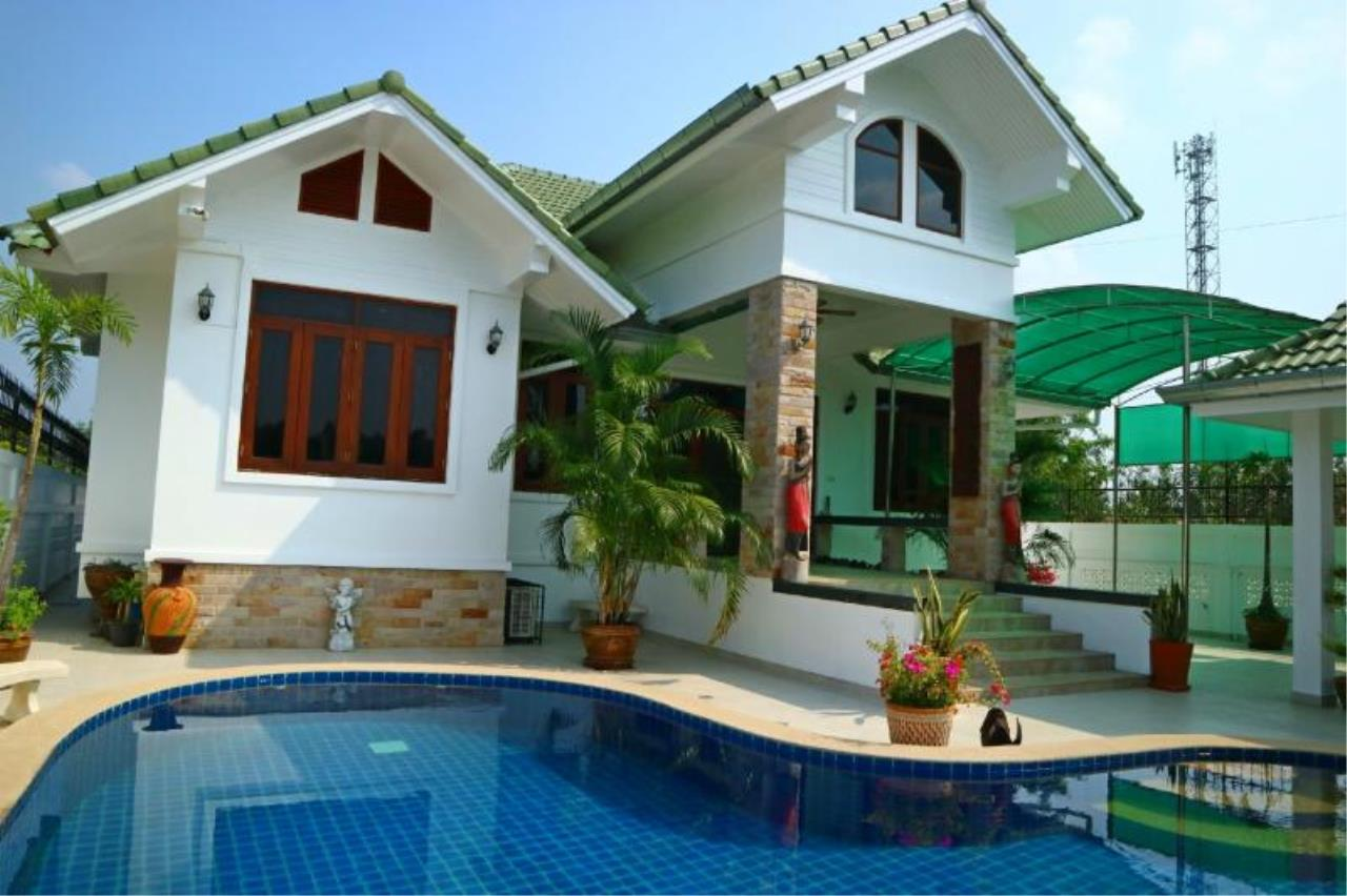RE/MAX Town & Country Property Agency's 3 Bedroom house for sale in Mabprachan 1