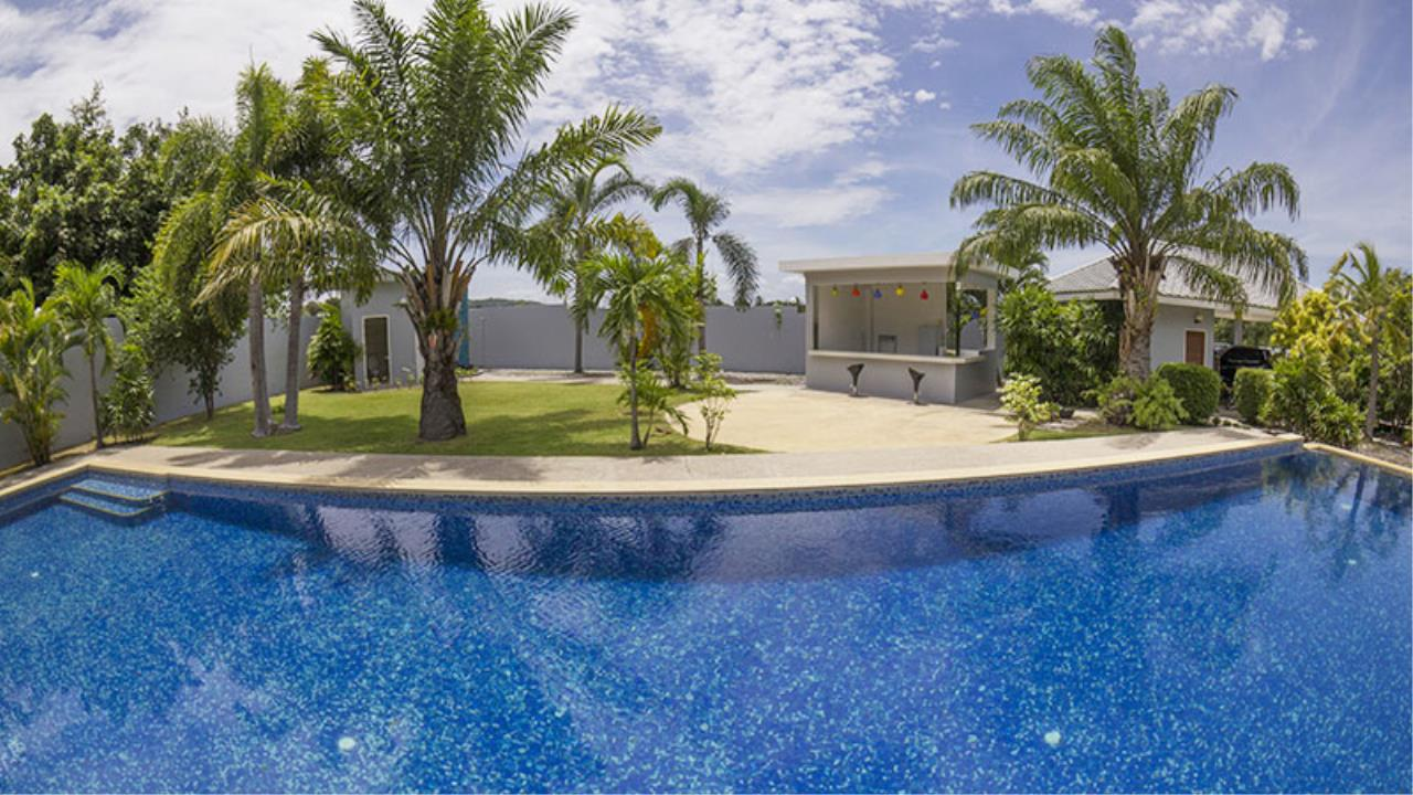 RE/MAX Town & Country Property Agency's Impressive 5 bedroom pool villa above Mabprachan lake, East Pattaya 2