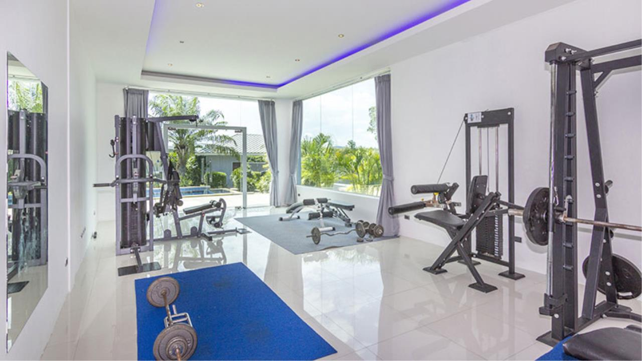 RE/MAX Town & Country Property Agency's Impressive 5 bedroom pool villa above Mabprachan lake, East Pattaya 6