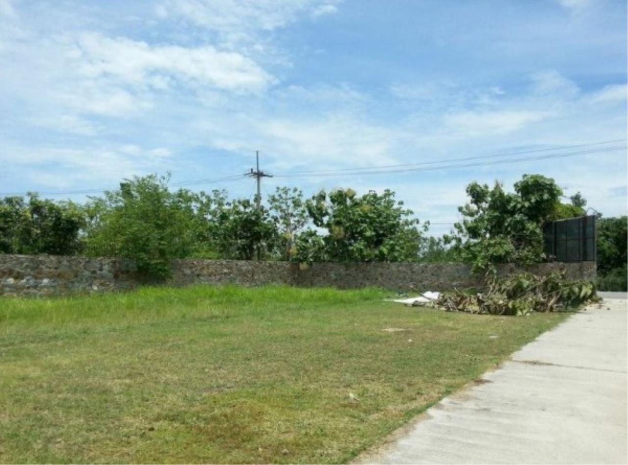 RE/MAX Town & Country Property Agency's Project land available ideal to build your own home! 3