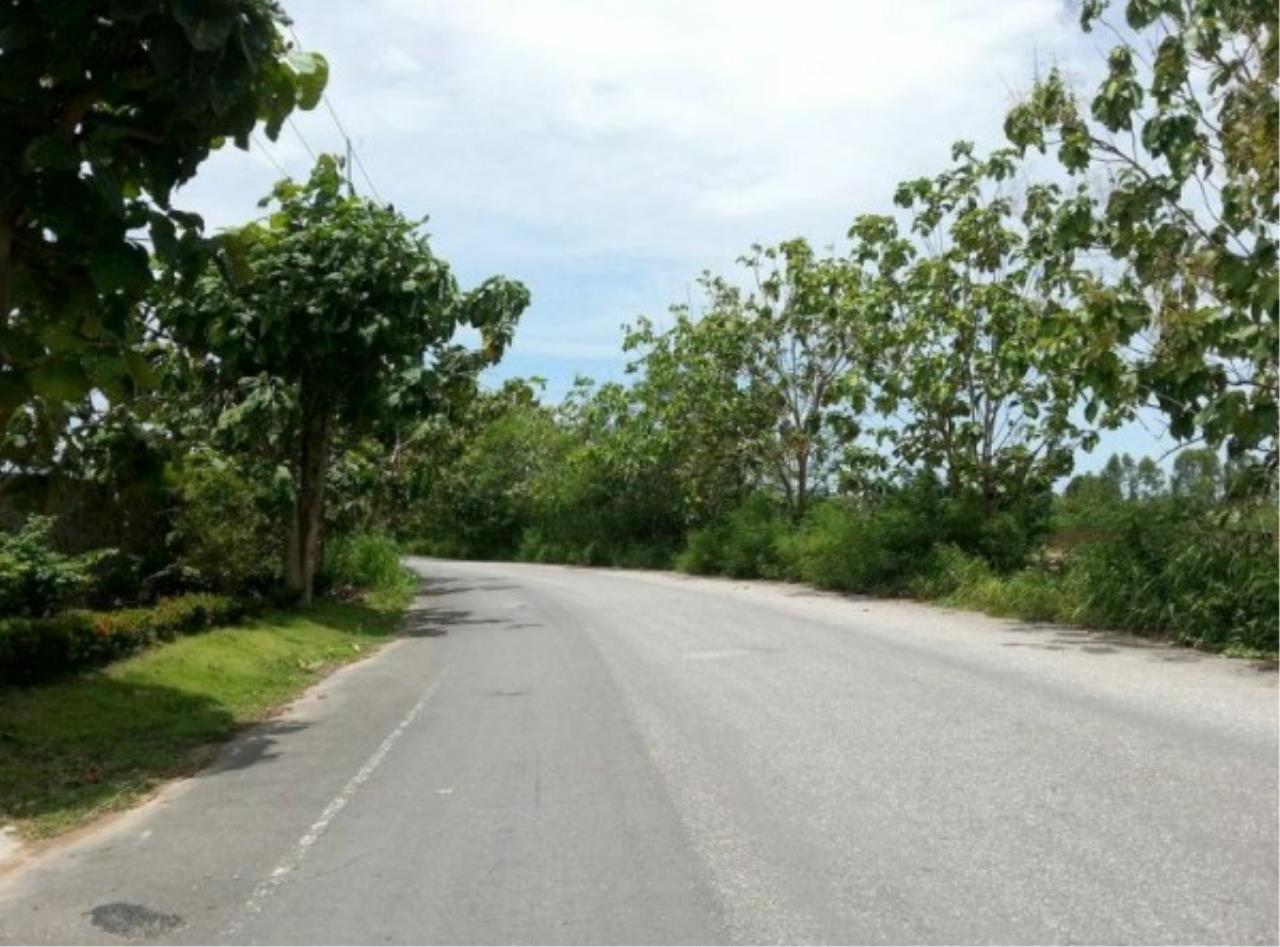 RE/MAX Town & Country Property Agency's Project land available ideal to build your own home! 4