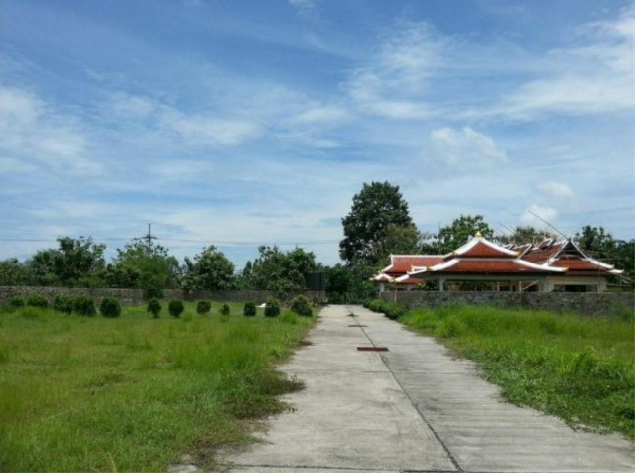 RE/MAX Town & Country Property Agency's Project land available ideal to build your own home! 7