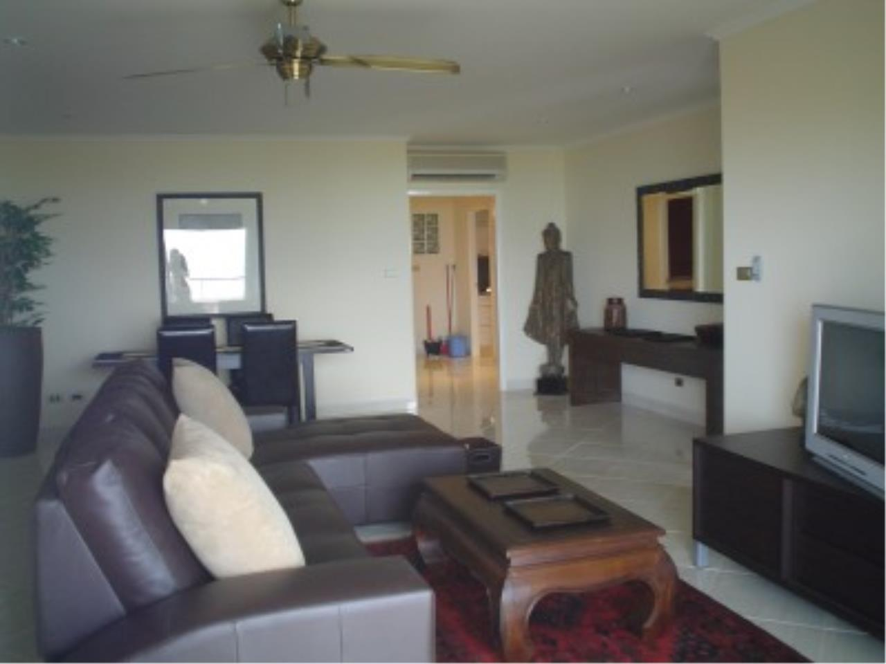 RE/MAX Town & Country Property Agency's Nice condo in Wong Amat. 7