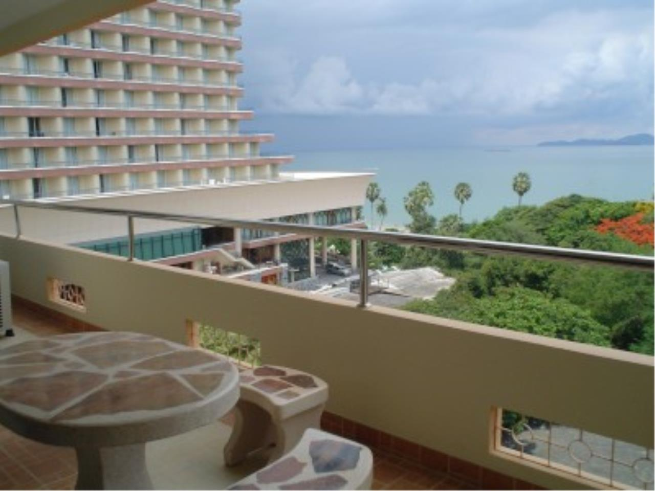 RE/MAX Town & Country Property Agency's Nice condo in Wong Amat. 9