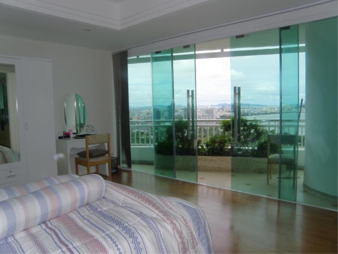 RE/MAX Town & Country Property Agency's Stunning Ocean View - top luxury 5