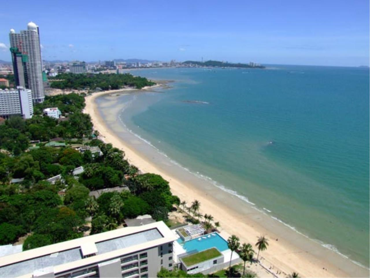 RE/MAX Town & Country Property Agency's Wong Amat beach front ! 1