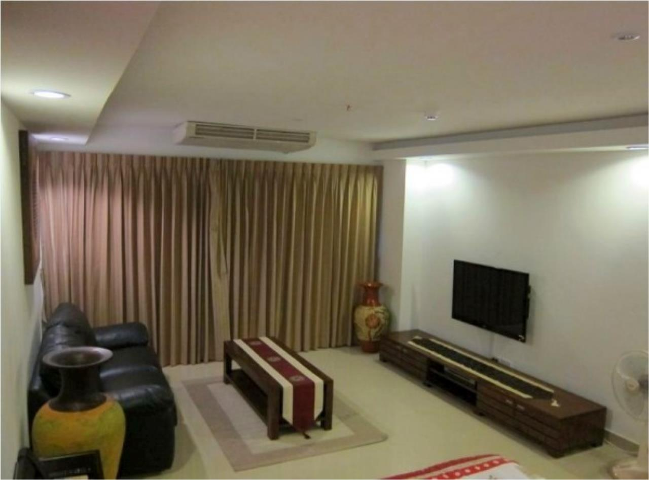 RE/MAX Town & Country Property Agency's Nice condo in Wong Amat 1