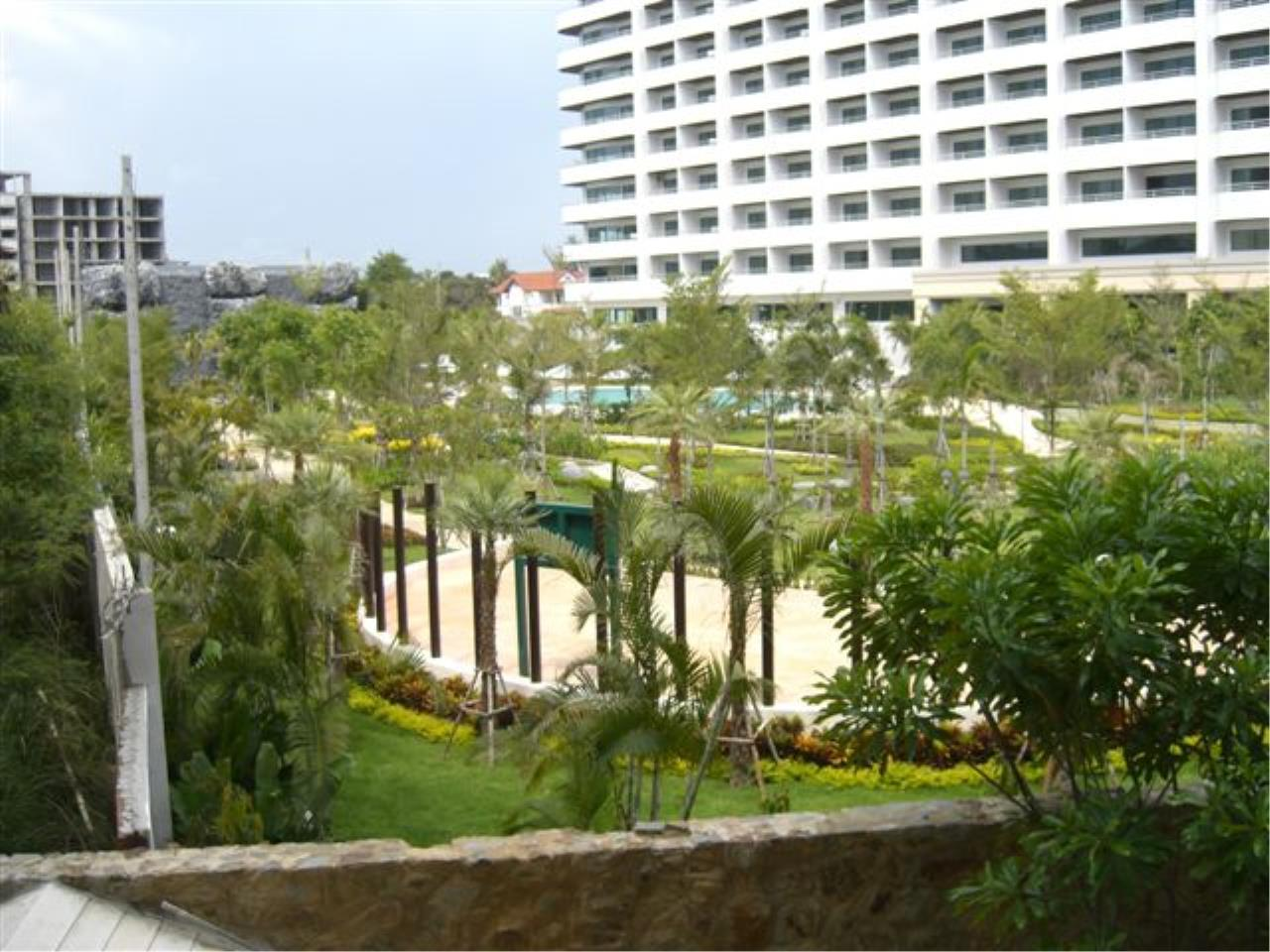 RE/MAX Town & Country Property Agency's Nice condo in Wong Amat 5