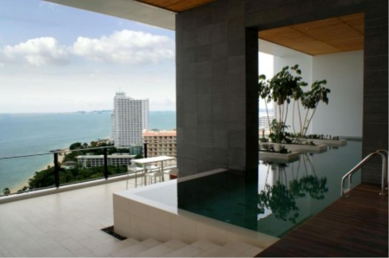 RE/MAX Town & Country Property Agency's Luxury studio on Wong Amat beach! 11