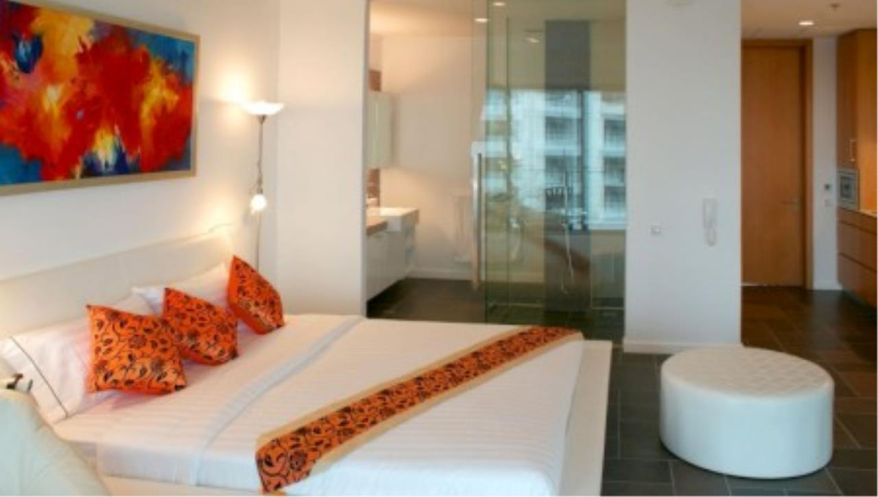 RE/MAX Town & Country Property Agency's Luxury studio on Wong Amat beach! 2
