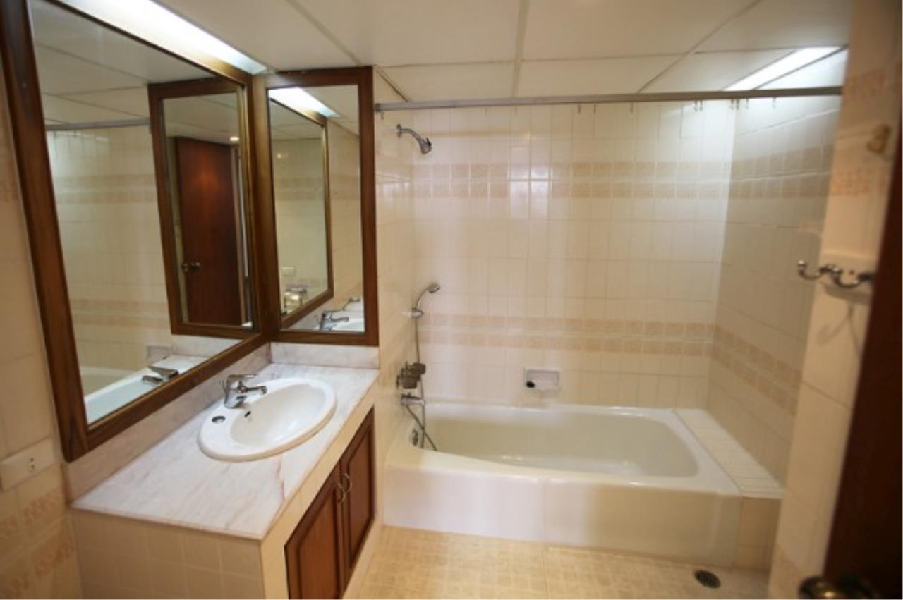 RE/MAX Town & Country Property Agency's Wong Amat condo 10