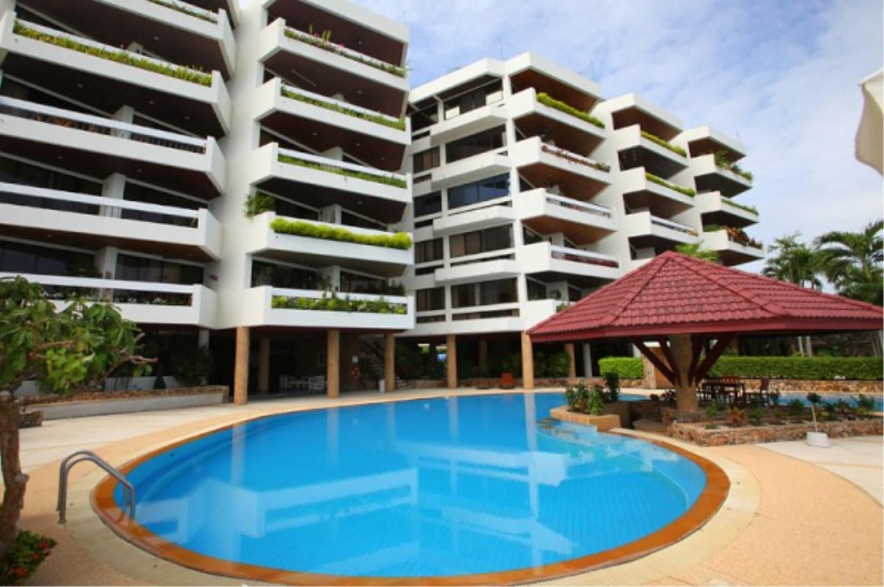 RE/MAX Town & Country Property Agency's Wong Amat condo 12