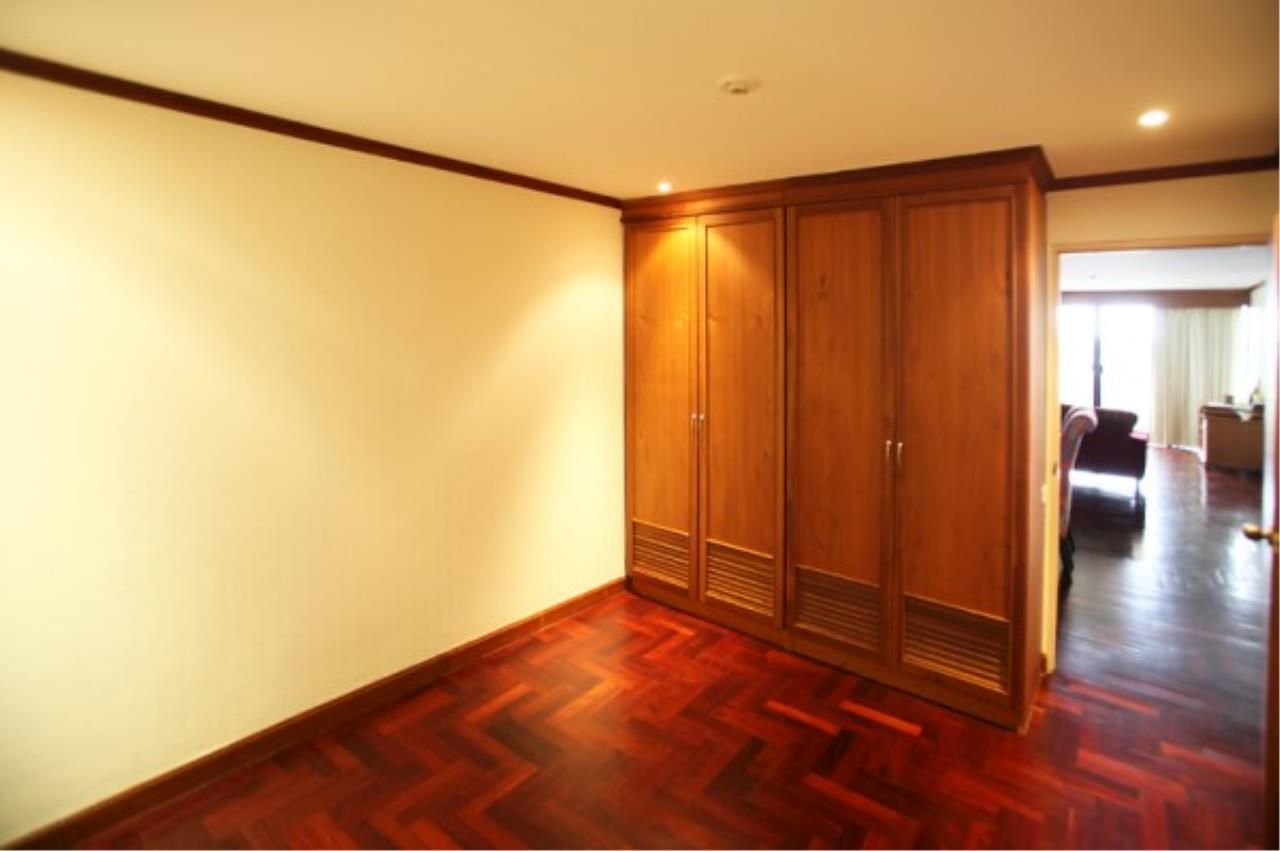 RE/MAX Town & Country Property Agency's Wong Amat condo 7