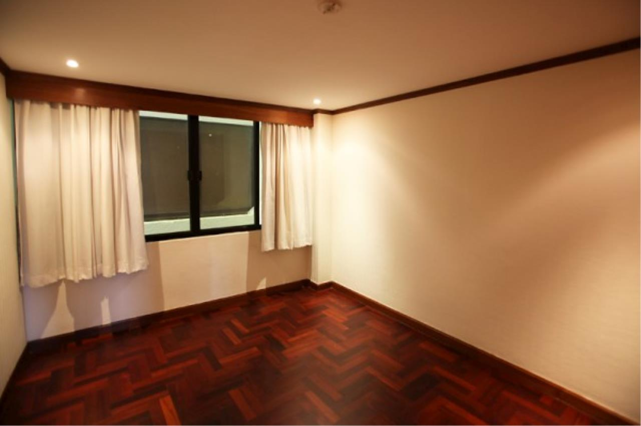 RE/MAX Town & Country Property Agency's Wong Amat condo 8