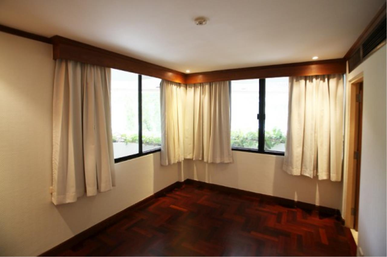 RE/MAX Town & Country Property Agency's Wong Amat condo 9