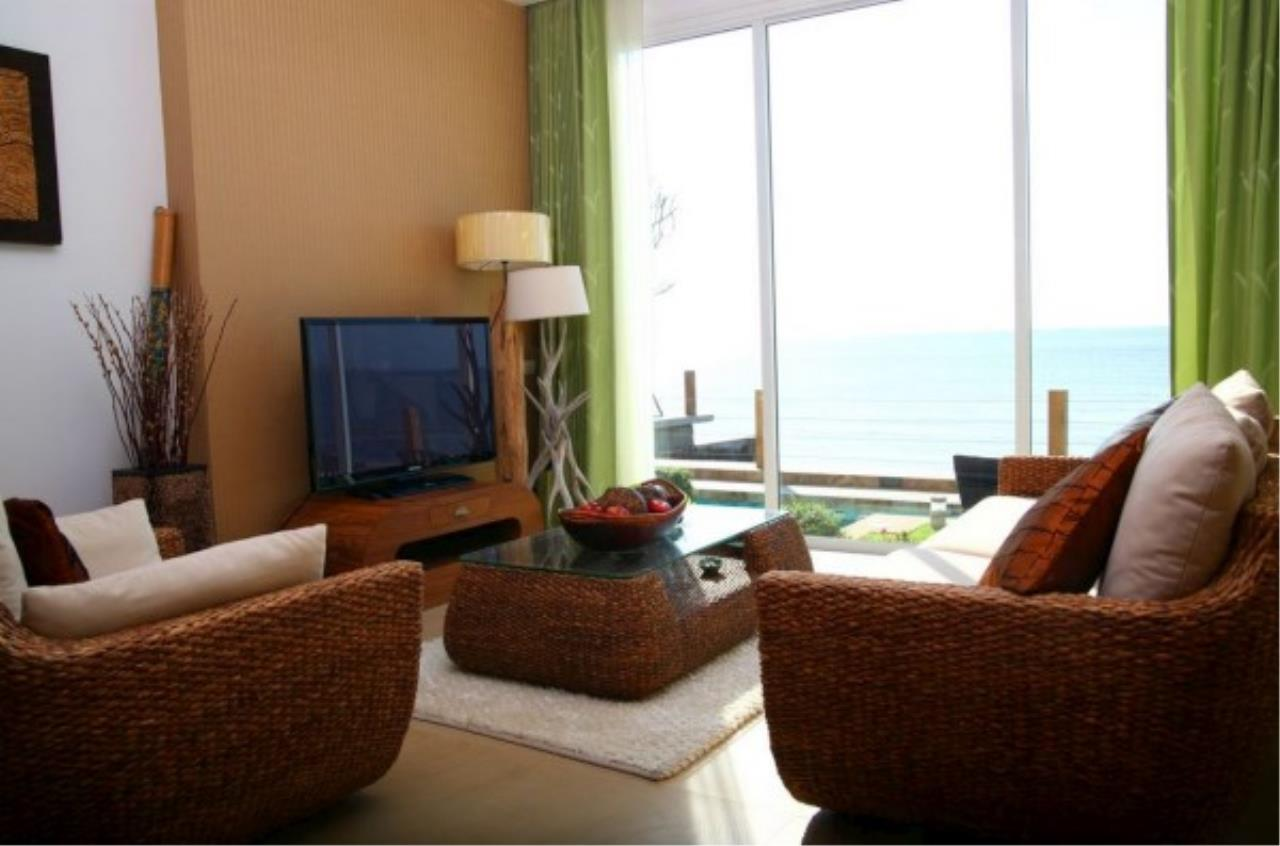 RE/MAX Town & Country Property Agency's Sea View condo 1