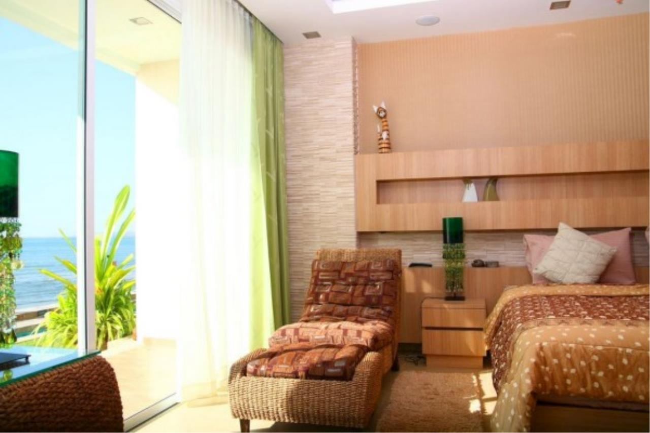 RE/MAX Town & Country Property Agency's Sea View condo 3