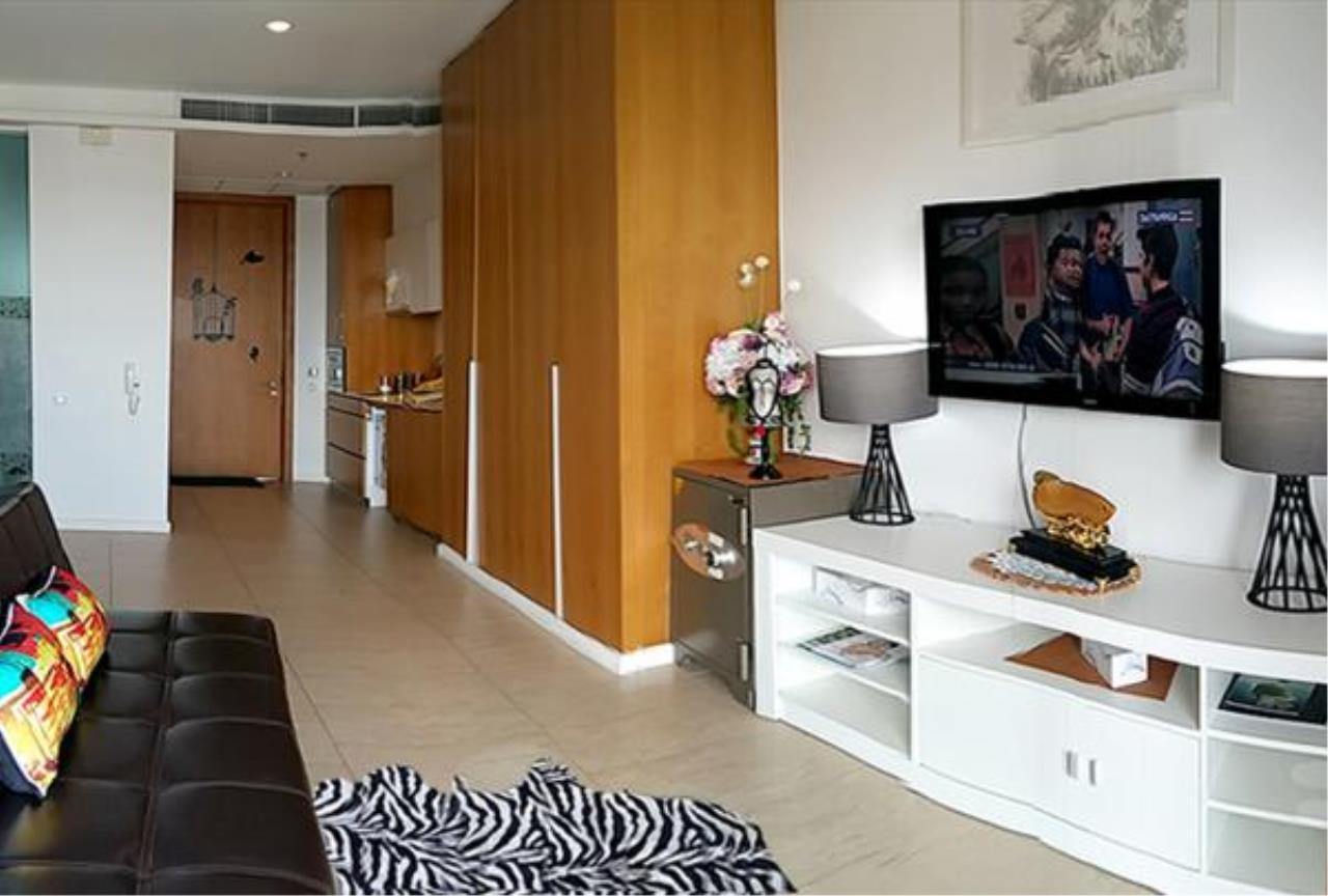 RE/MAX Town & Country Property Agency's Nice studio in Wong Amat. 2