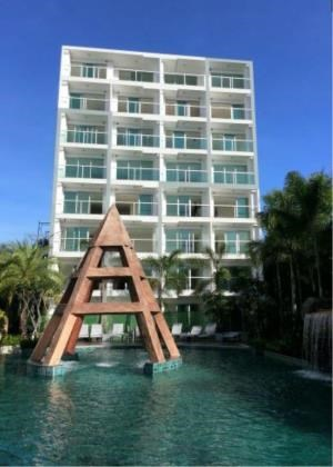 RE/MAX Town & Country Property Agency's Beachside luxury condo for sale in Wong Amat 7
