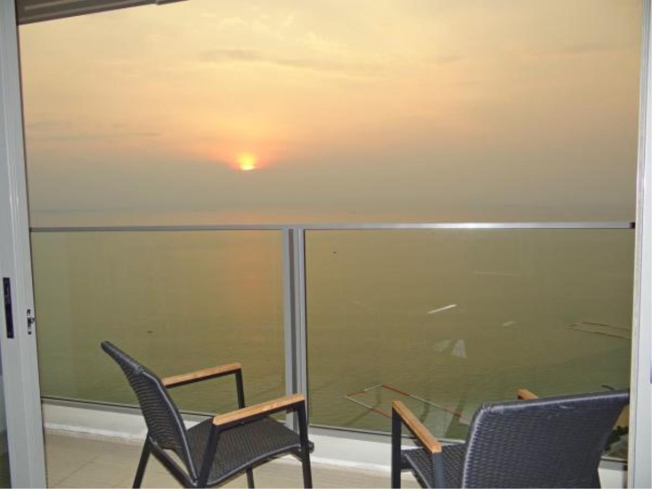 RE/MAX Town & Country Property Agency's Beachfront condo for sale in Wongamart 1