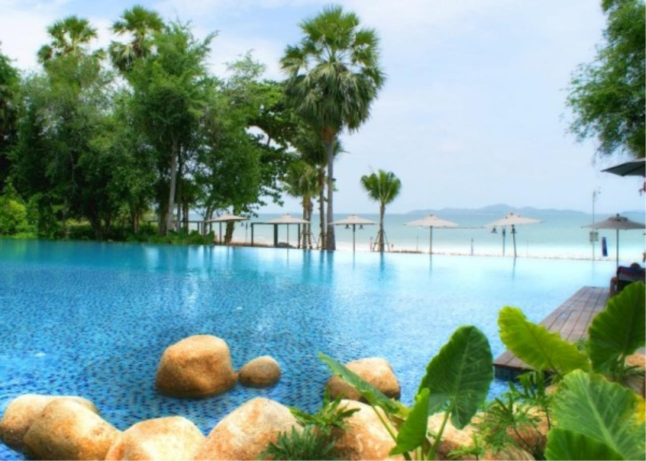 RE/MAX Town & Country Property Agency's Beachfront condo for sale in Wongamart 10