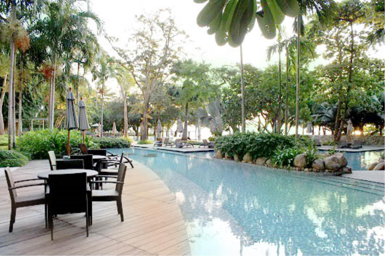 RE/MAX Town & Country Property Agency's Beachfront condo for sale in Wongamart 12
