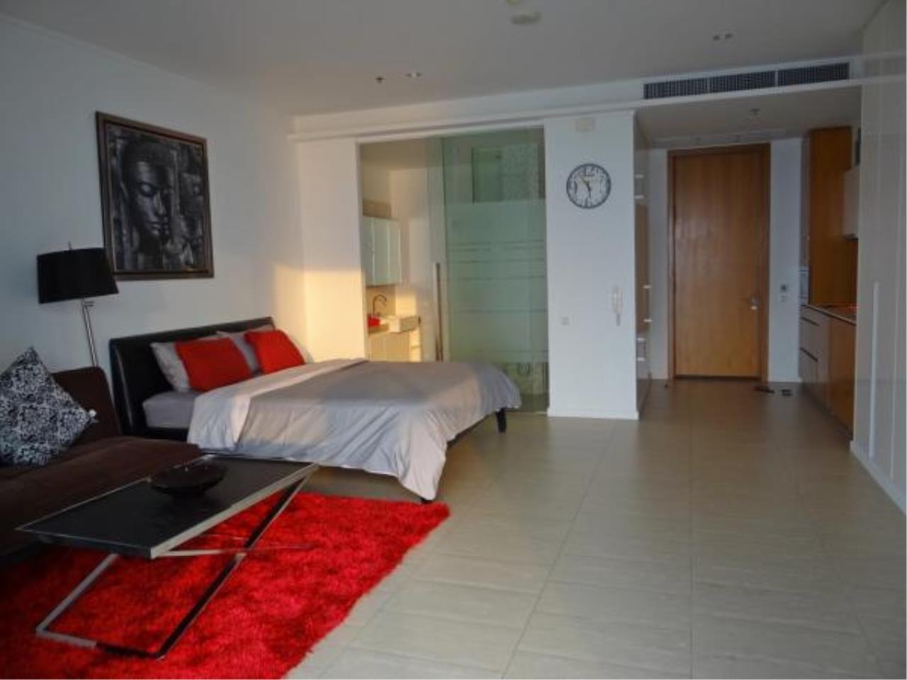 RE/MAX Town & Country Property Agency's Beachfront condo for sale in Wongamart 2