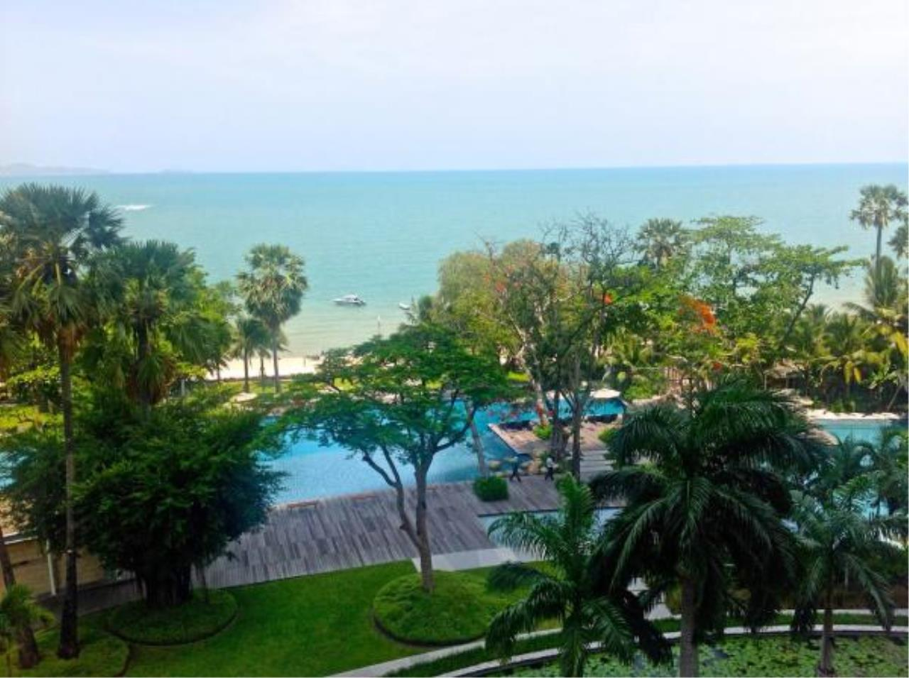 RE/MAX Town & Country Property Agency's Beachfront condo for sale in Wongamart 8