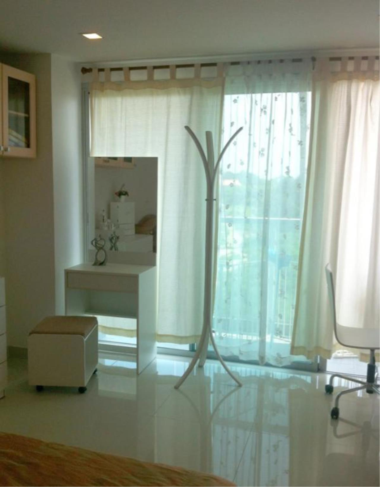 RE/MAX Town & Country Property Agency's Wong Amat studio for sale 2